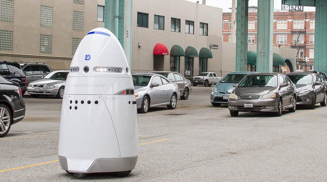 Roboten K5 används bland annat för övervakning av parkeringsplatser.