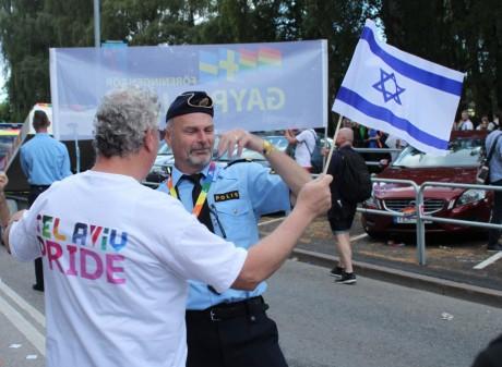 Göran Stanton tog en svängom med Israels ambassadör Isaac Bachman.
