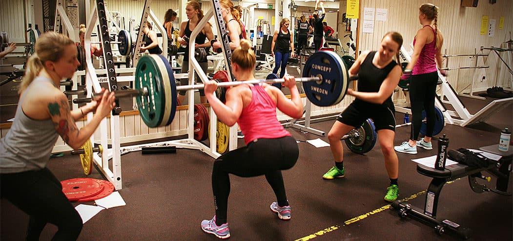 Stora muskelgrupper belastas och det gör ont ibland. Men det är roligt också. – Det är en jättebra sammanhållning och det betyder jättemycket, säger My. Foto: Emma Eneström