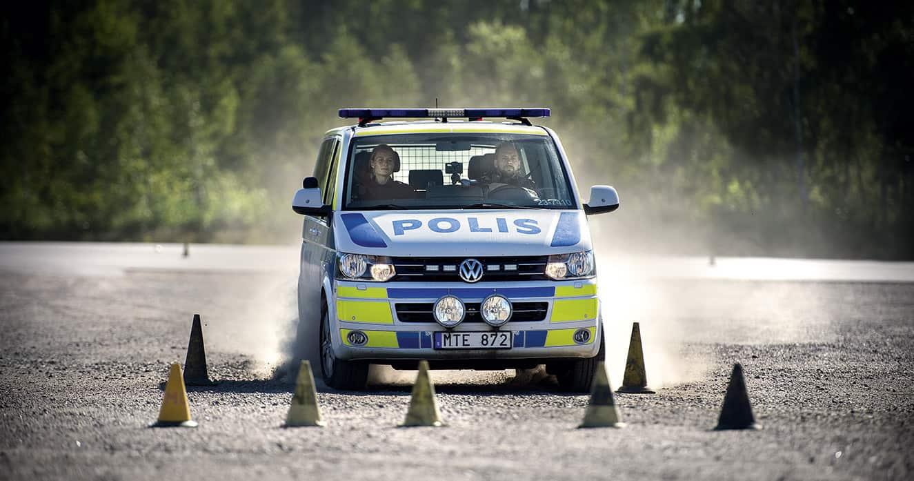 I Örebro får de som tog examen i våras steg tre nu. Men på vissa håll har poliser fått vänta i flera år. Foto: Kicki Nilsson