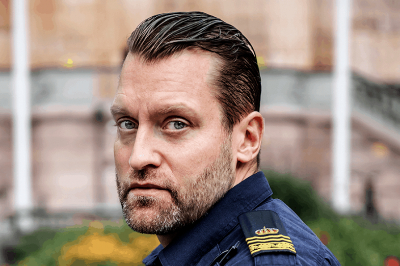 """Johan Thulin säger att han pratar med Polistidningen för kollegornas skull, de som kan komma att vara med om någonting liknande. """"Om det kan hjälpa andra på något sätt tycker jag det är viktigt. Jag vill inte att det ska uppfattas som att det på något sätt är synd om mig eller så."""""""